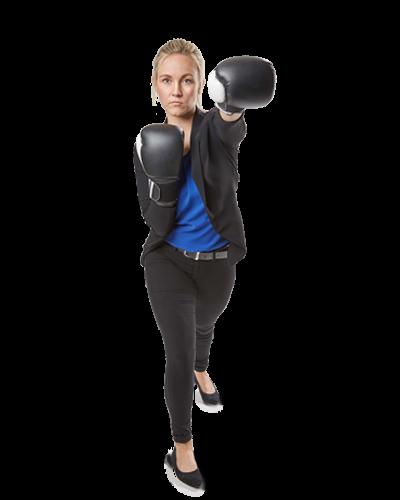 Mitarbeiterin Jessica in Boxhandschuhen