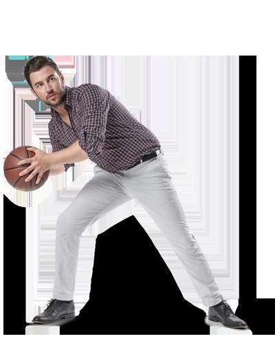 Mitarbeiter Olli spielt Basketball