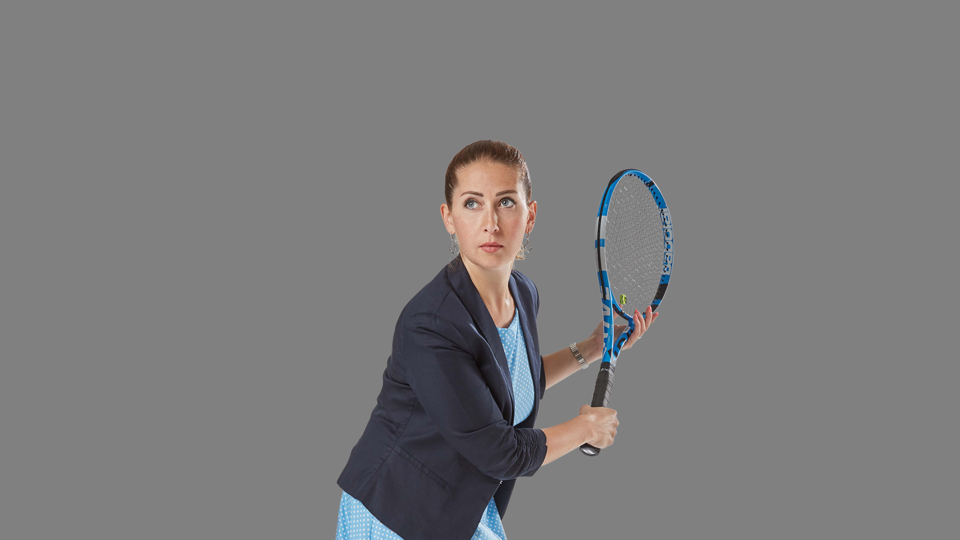Mitarbeiterin Maria spielt Tennis
